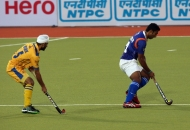 gurmail-singh-in-yellow-and-v-raghunath-in-blue-in-action
