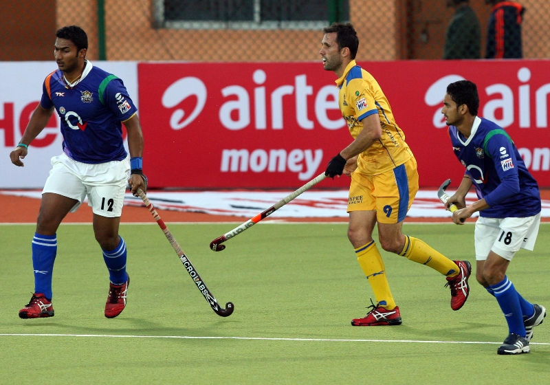 v-raghunath-left-side-in-action-during-3rd-place-match-of-hhil2013-at-ranchi