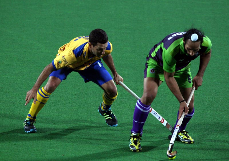 Delhi Waveriders Sardar Singh in action during Hero Hockey India League 2013 at Delhi on 14th Jan 2013.delhi-vs-punjab10