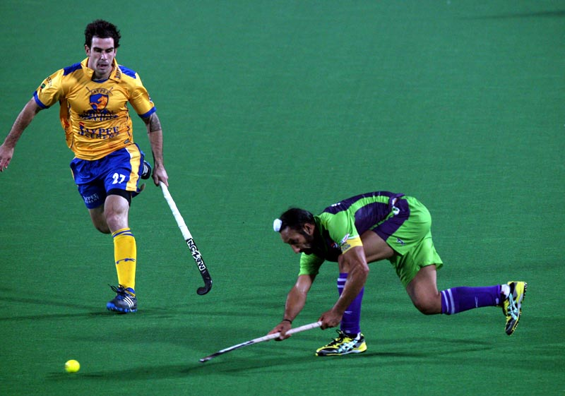 Delhi Waveriders Sardar Singh in action during Hero Hockey India League 2013 at Delhi on 14th Jan 2013.