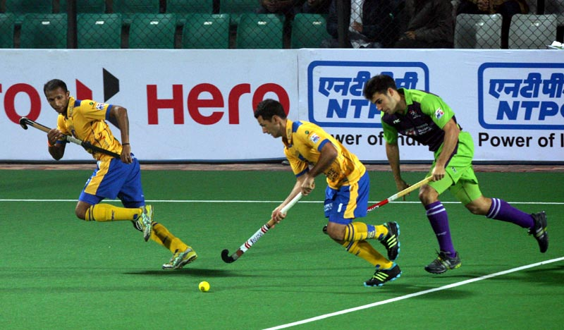 Jamie Dwyer Captain of Jaypee Punjab Warriors in action