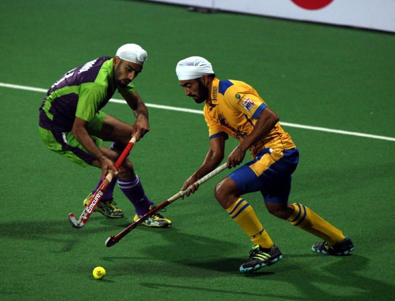 Delhi Waveriders Sardar Singh in action during Hero Hockey India League 2013 at Delhi on 14th Jan 2013.