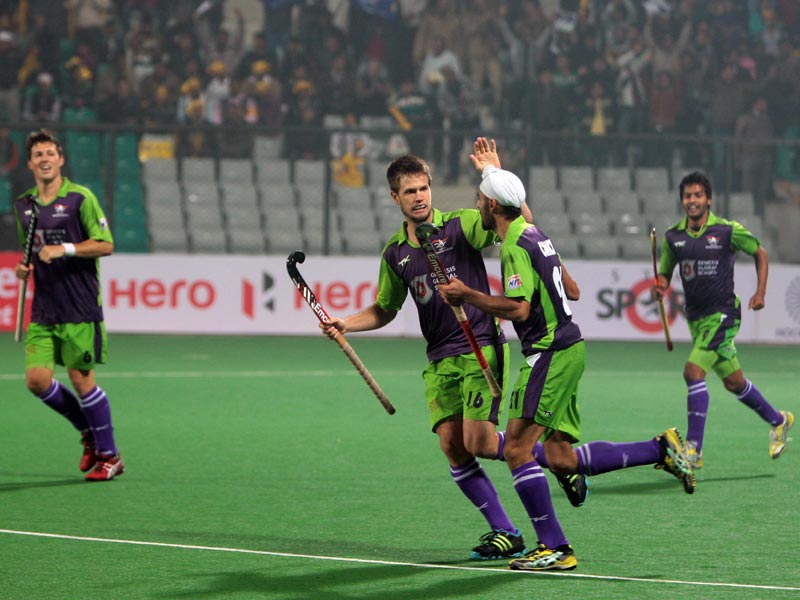 Delhi Waveriders Celebrating goal against Jaypee Punjab Warriors.