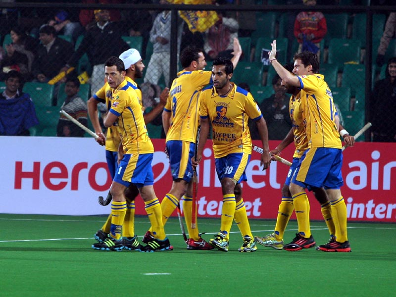 Jaypee Punjab Warriors celebrating after hitting a goal.