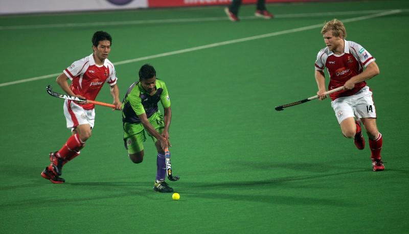 delhi-waveriders-in-action-against-mumbai-magicians-at-delhi-on-16-jan-2013-2_0