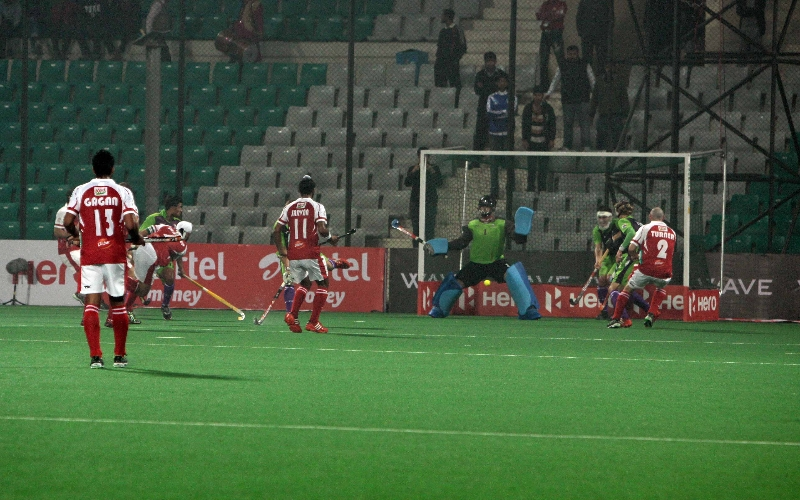 mumbai-magicians-1st-goal-against-delhi-waveriders-at-delhi-on-16-jan-2013