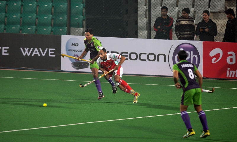 mumbai-magicians-in-action-against-delhi-waveriders-at-delhi-on-16-jan-2013