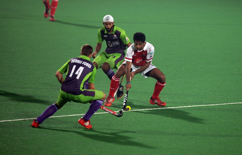 mumbai-magicians-in-action-against-delhi-waveriders-at-delhi-on-16-jan-2013_0