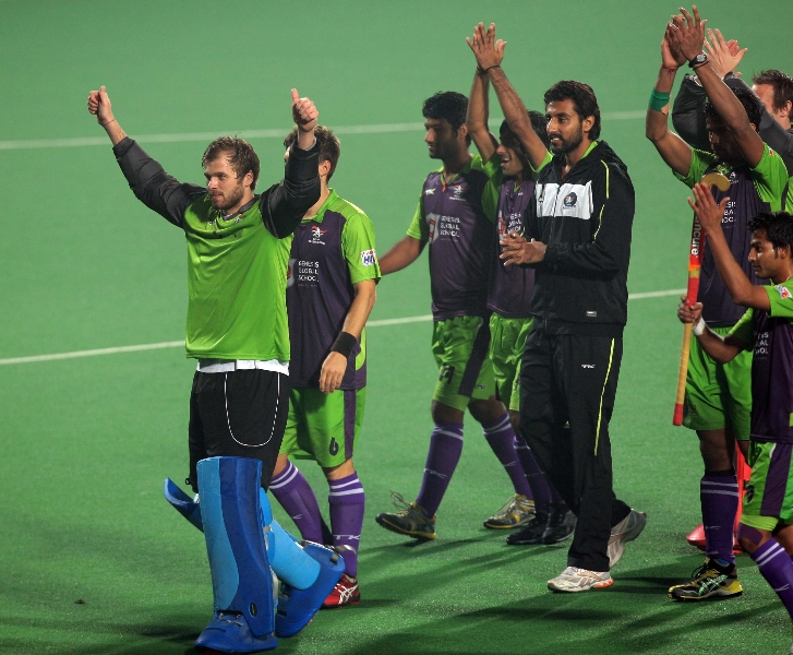 the-delhi-waveriders-celebrating-their-victory-over-mumbai-magicians-in-hero-hockey-india-league-match-at-delhi-on-16-january-2013-3