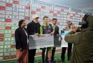 lioyd-jones-norris-is-awarded-by-the-hero-of-the-goal-award-against-mumbai-magicians-at-delhi-on-16th-jan-2013-2