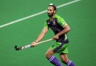 sardar-singh-in-action-during-the-match-delhi-waveriders-vs-mumbai-magicians-at-delhi-on-2013