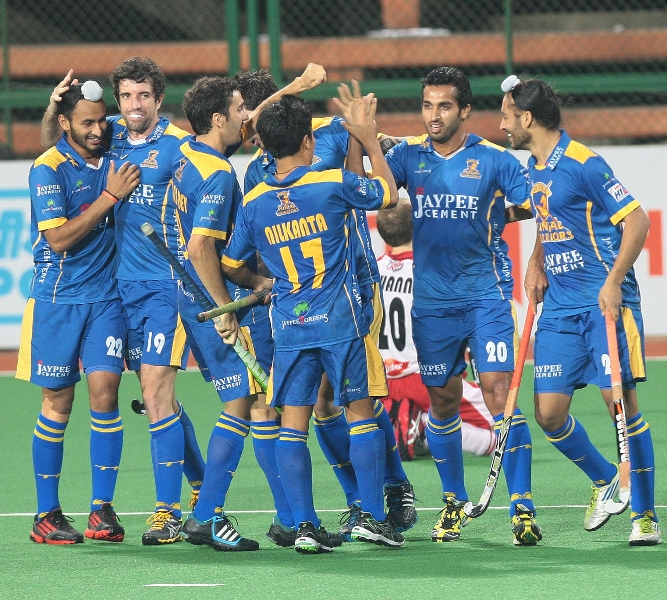 dharamvir-singh-of-jpw-hit-the-first-goal-of-the-match-against-mm-2