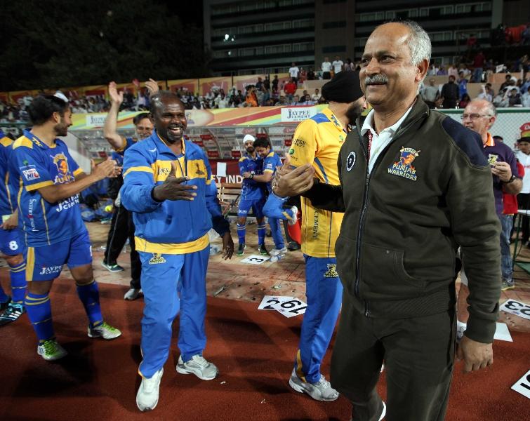 jpw-team-celebrating-after-winning-against-mm