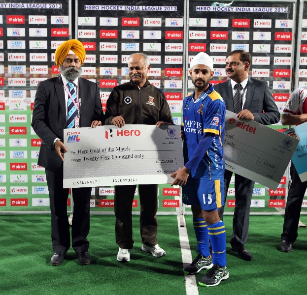 malak-singh-from-jpw-is-awarded-by-hero-goal-of-the-match