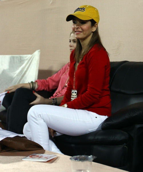 raageshwari-loomba-actress-and-singer-watching-the-match-of-mm-vs-rr