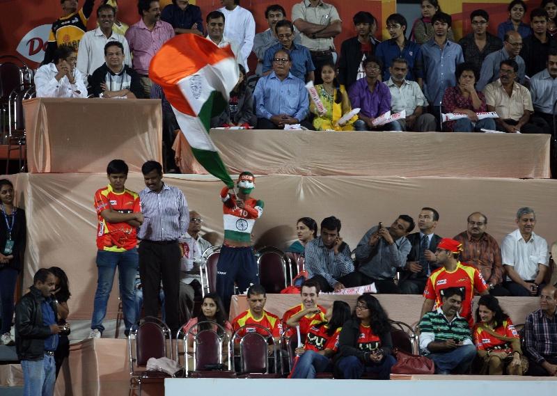 sachin-tendulkars-fan-sudhir-kumar-watching-the-match-of-mumbai-magicians-vs-ranchi-rhinos-mumbai-stadium