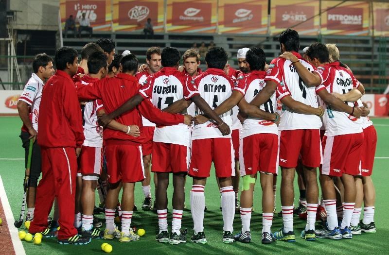 mm-team-huddle