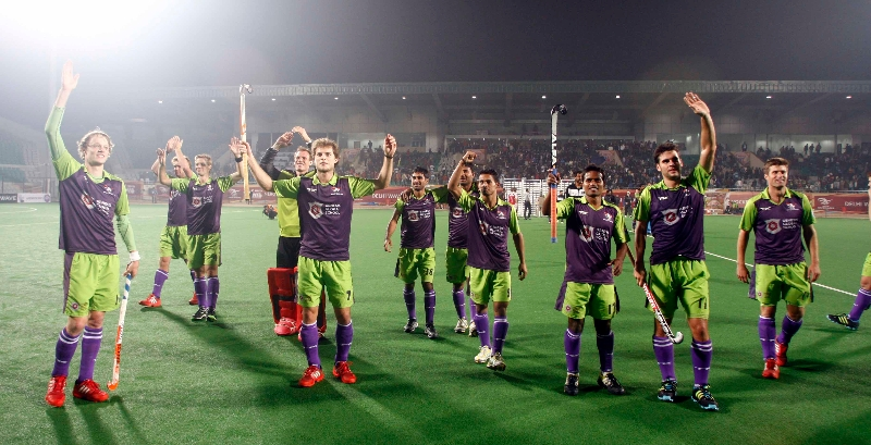 delhi-team-celebration-after-win-the-match-against-mumbai-magician-at-delhi-on-26th-jan-2013-3