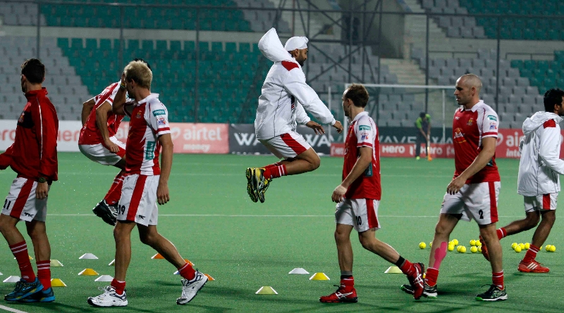 mumbai-magician-team-during-warm-up-session-at-delhi-against-delhi-waveriders-match-on-26th-jan-2013-3