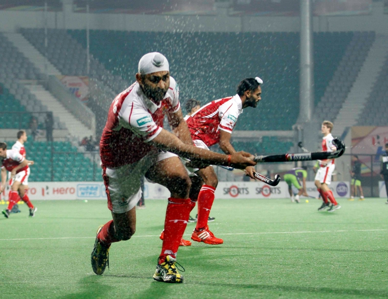 mumbai-magician-team-during-warm-up-session-at-delhi-against-delhi-waveriders-match-on-26th-jan-2013-4