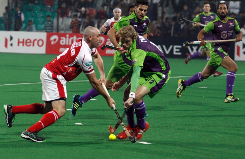 mumbai-magicians-player-glenn-turner-in-action-against-delhi-waveriders