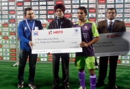 imran-khan-receiving-hero-goal-of-the-match-during-presentation-ceremony-1