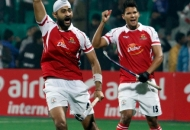 mumbai-magicians-celebrating-their-third-goal-against-delhi-waveriders-at-delhi-on-26th-jan-2013-2