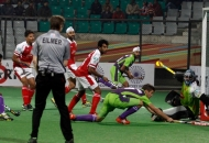 norris-jones-scores-third-goal-for-delhi-waveriders-against-mumbai-magician-at-delhi-on-26th-jan-2013-1