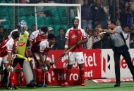 rupinder-pal-singh-scores-a-fourth-goal-for-delhi-waveriders-against-mumbai-magicians-at-delhi-on-26th-jan-2013-1