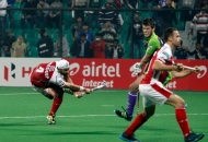 sandeep-singh-scoring-a-second-goal-for-mumbai-magicians-at-delhi-on-26th-jan-2013
