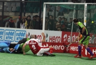sandeep-singh-scoring-a-third-goal-for-mumbai-magicians-at-delhi-on-26th-jan-2013-1
