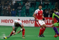 sandeep-singh-scoring-a-third-goal-for-mumbai-magicians-at-delhi-on-26th-jan-2013-2