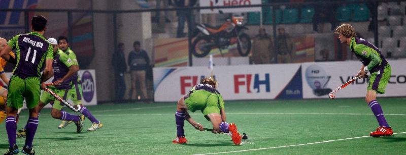 andrew-hayward-of-delhi-waveriders-scoring-a-second-goal-for-delhi-waveriders-against-punjab-warriors-at-delhi-on-29th-jan-2013-1