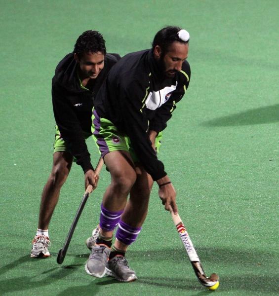 delhi-waveriders-skipper-sardar-singh-during-warmup-session-at-delhi-on-29th-jan-2013