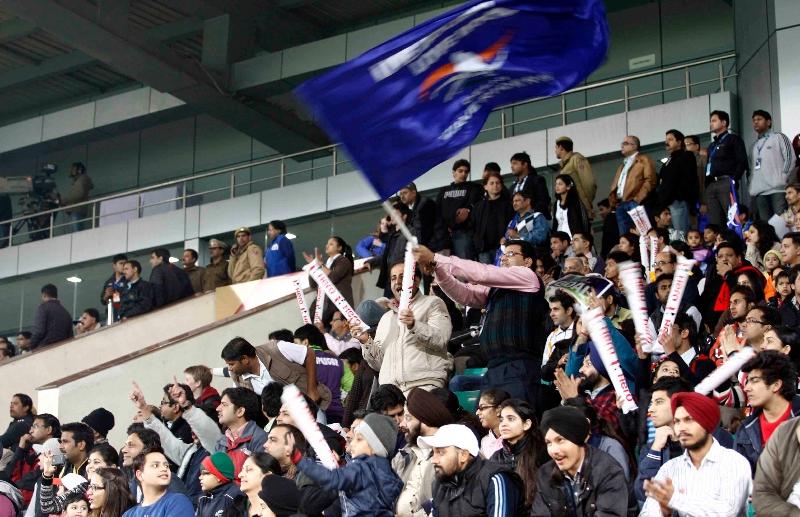 delhi-waveriders-spectators-at-major-dhyan-chand-hockey-stadium-delhi-on-29th-jan-2013