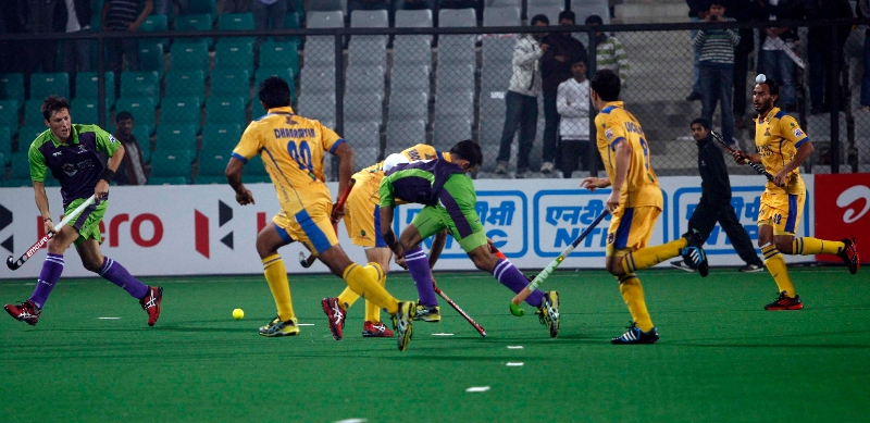 simon-child-scored-a-third-goal-for-delhi-waveriders-2