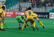 aakashdeep-singh-of-delhi-waveriders-scoring-a-first-goal-for-delhi-waveriders-against-punjab-warriors-at-delhi-on-29th-jan-2013
