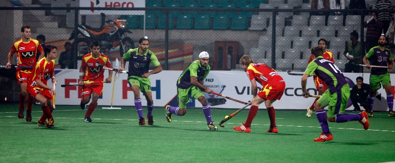 ranchi-rhinos-and-delhi-waveriders-player-in-action-during-the-match-between-ranchi-rhinos-and-delhi-waveriders-at-delhi-on-30th-jan-2013-1