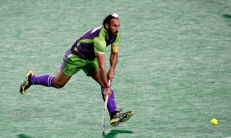 sardar-singh-player-of-delhi-waveriders-action-against-uttar-pradesh-wizards-at-delhi-on-7-feb-2013