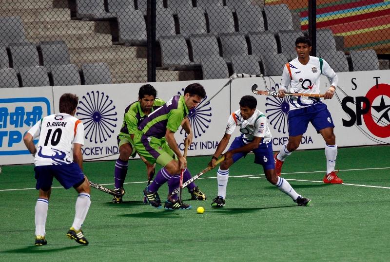 somanna-pudiyokkada-player-of-uttar-pradesh-wizards-action-against-delhi-waveriders-at-delhi-on-7-feb-2013