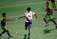uthappa-sannuvanda-player-of-uttar-pradesh-wizards-action-against-delhi-waveriders-at-delhi-on-7-feb-2013