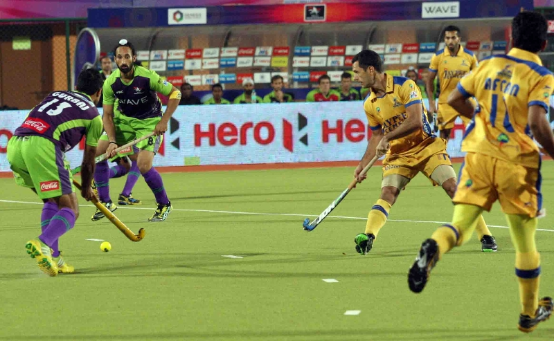 sardar-singh-c-of-dwr-in-action-against-jpw