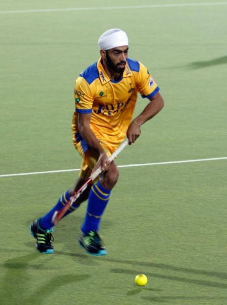 Gurmeet Singh player of Punjab Warriors in action