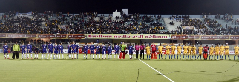Team line up before the match match between UP Wizards vs Punjab Warriors at Jalandhar on 17th Jan 2013