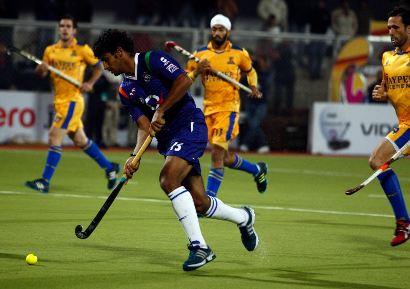 punjab-warriors-and-up-wizards-player-in-action-during-the-match-at-jalandhar-on-17th-jan-2013-2
