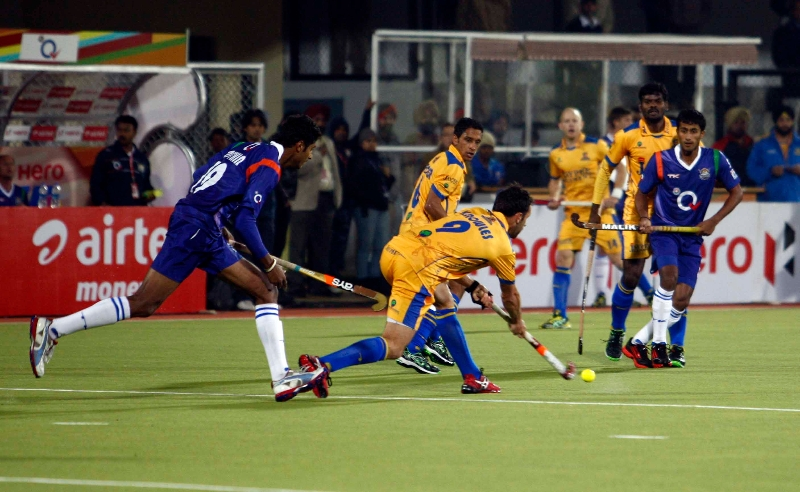 punjab-warriors-and-up-wizards-player-in-action-during-the-match-at-jalandhar-on-17th-jan-2013-6