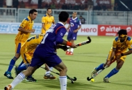 first-goal-for-punjab-hitting-by-dwyer-jame-his-captain-against-up-wizards-at-jalandhar-on-17th-jan-2013-2