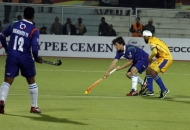 Jeroen Hartzberger hits the 1st goal for Up Wizards against Punjab Warriors at Jalandhar on 17th Jan 2013