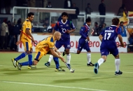 punjab-warriors-and-up-wizards-player-in-action-during-the-match-at-jalandhar-on-17th-jan-2013-1