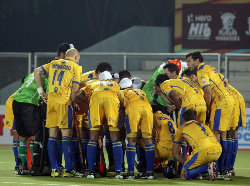 punjab-warriors-team-huddles-before-match-at-jalandhar-against-mumbai-magician-match-on-24th-jan-2013